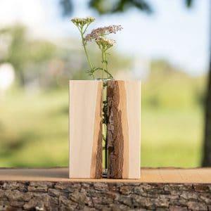 Holzvase aus Eichenholz mit Rinde